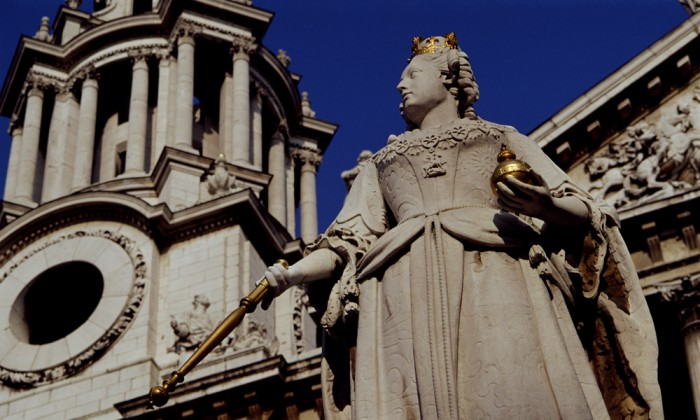 Victoria Statue at St Pauls