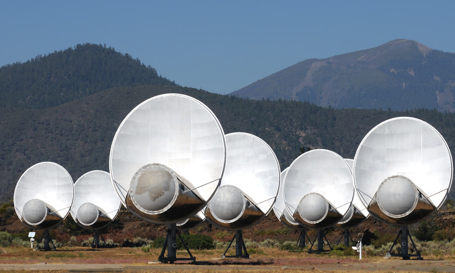 SETI antennas listening for alien broadcasts