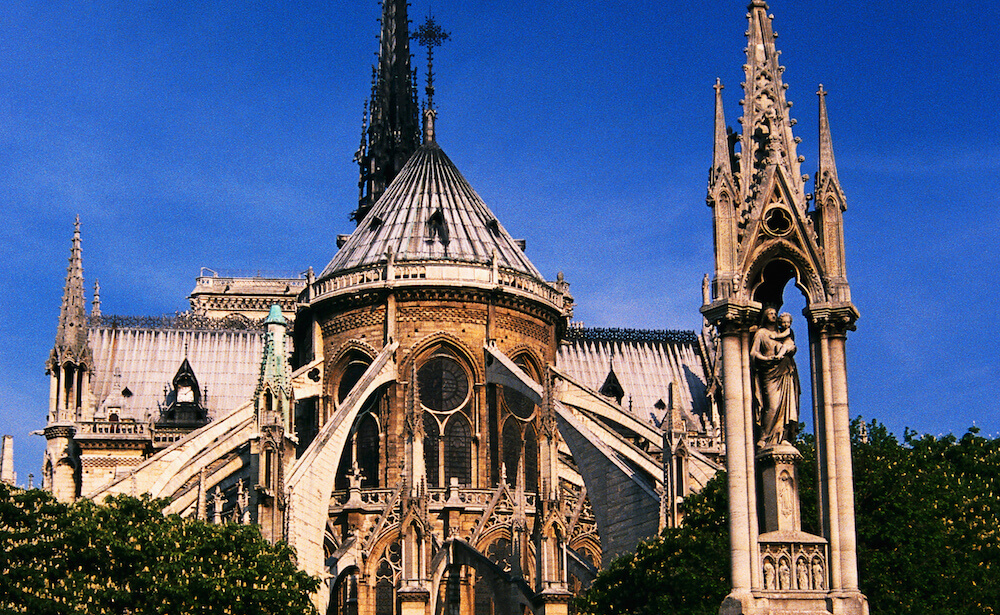 Jean XXIII Square and the Cathedral of Notre Dame