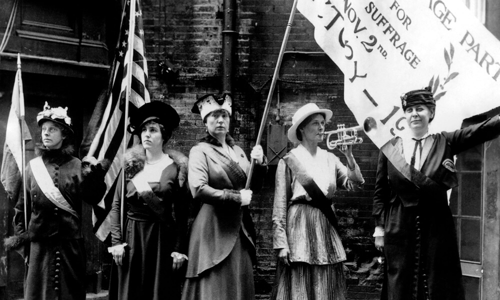 Suffragettes protesting in 1915