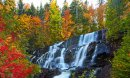 La Chute-aux-Rats surrounded by autumn colors, Laurentian Mountains (Les Laurentides), Mont-Tremblant, Québec, Canada