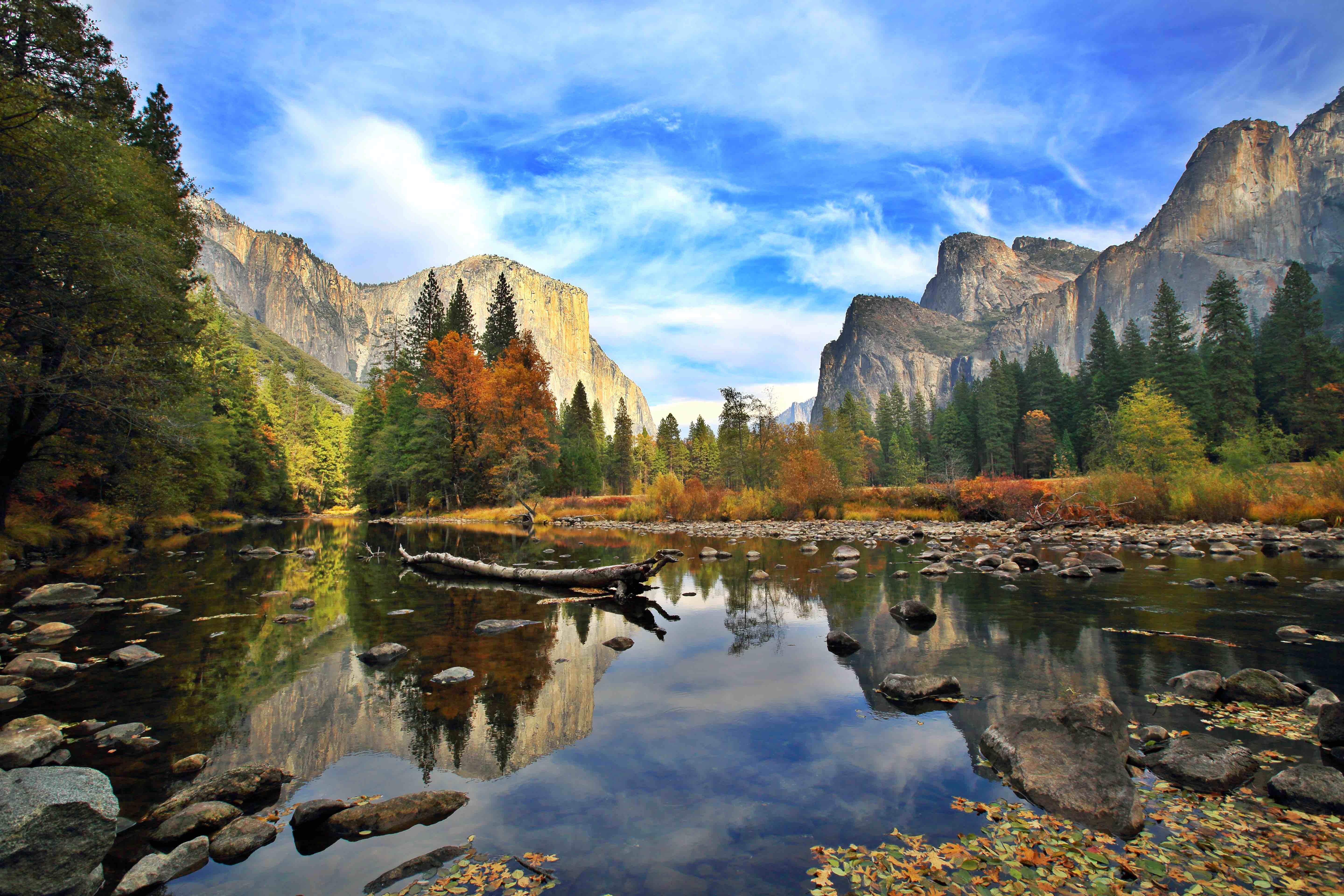 A lake reflects the tall cliffs at Yosemite National Park.