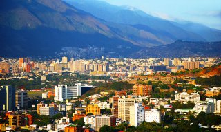 City in venezuela with mountains in the background